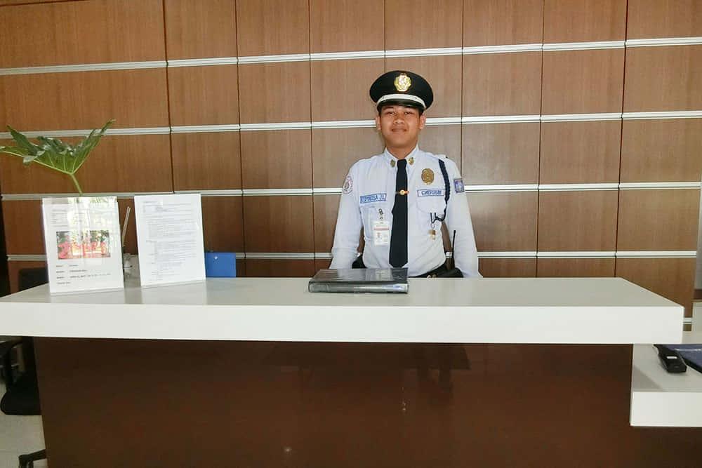 宿泊施設のアビダタワーの警備員